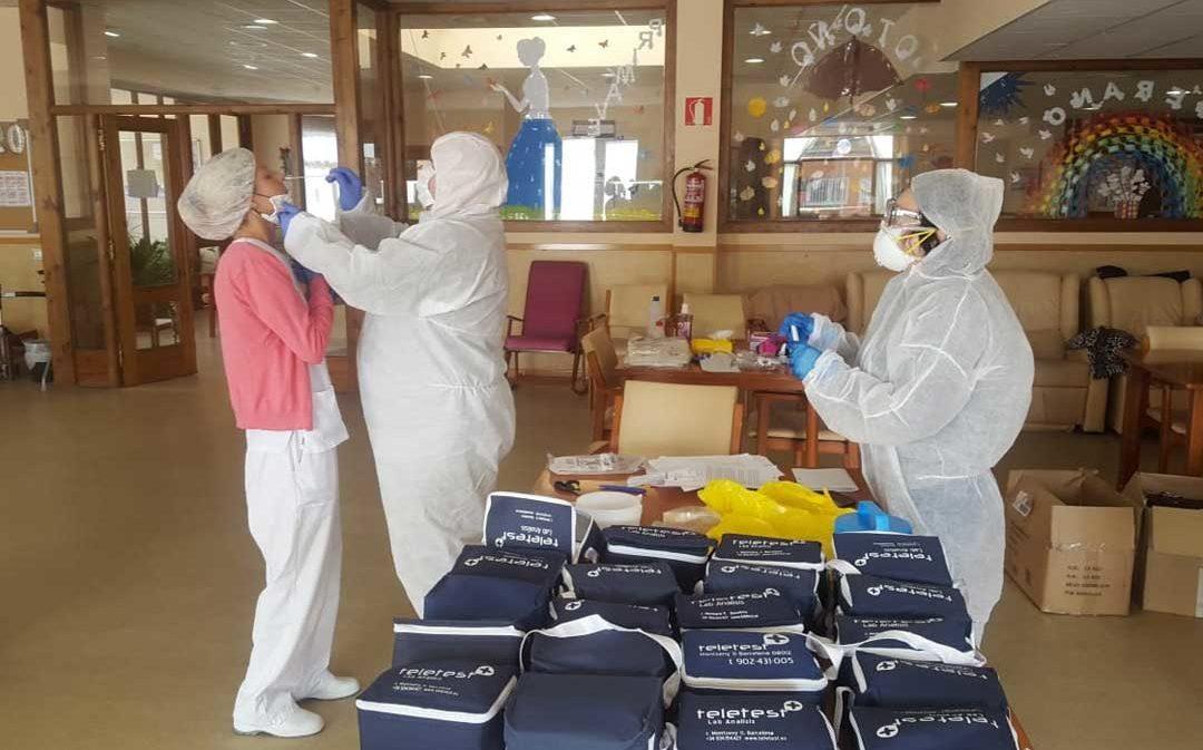 Valderrobres comienza a hacer los 80 test PCR que adquirió por su cuenta en la residencia de mayores