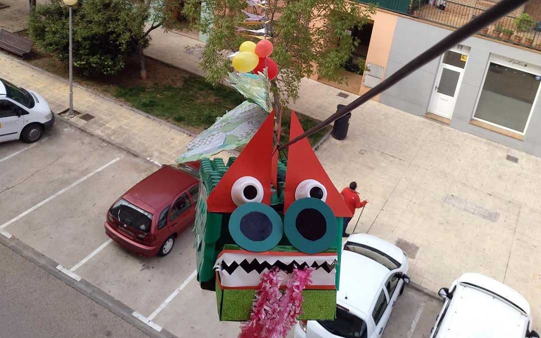 Dragón elaborado en la calle Teresa Salvo de Alcañiz./ B.B.