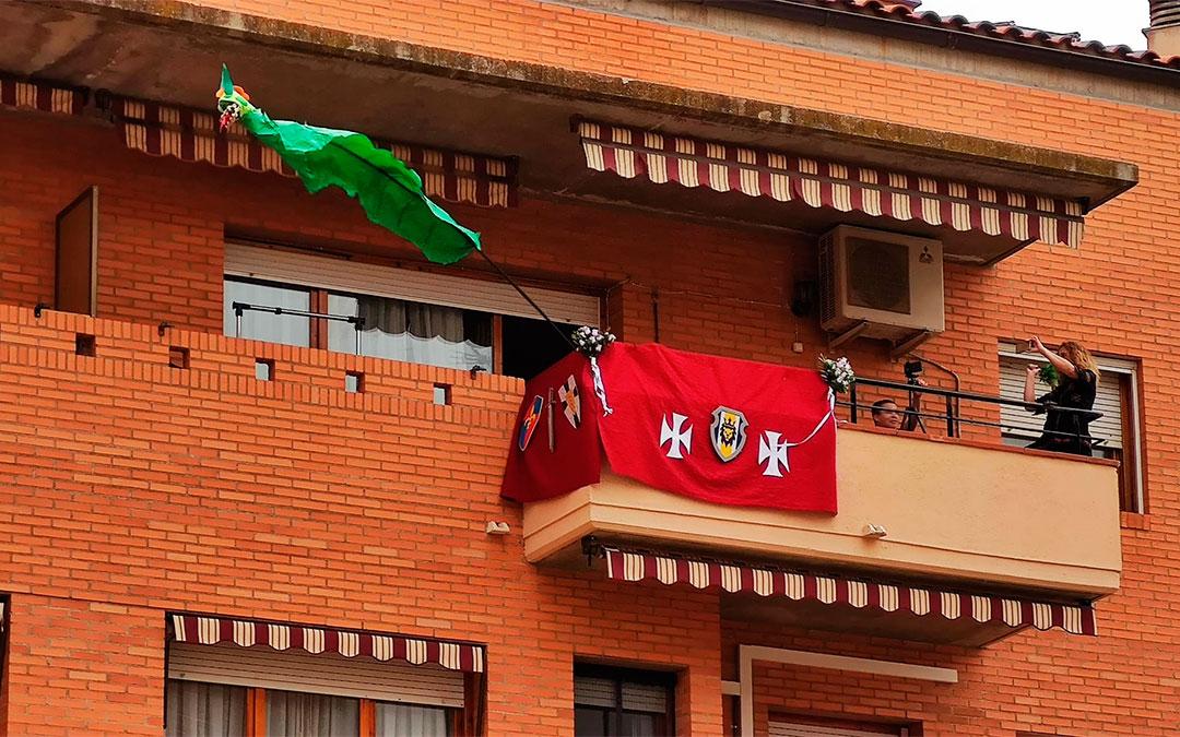 El dragón de los vecinos de la calle Andrés Vives de Alcañiz./ L.C.