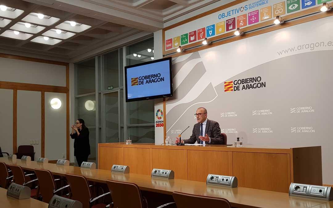 El consejero de Educación, Felipe Faci, en la rueda de prensa del próximo curso. / DGA