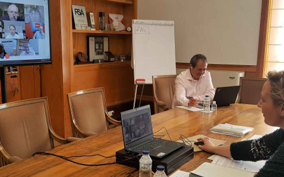 Gastón presidió ayer la primera reunión, de forma telemática, del Grupo Asesor de Economía Covid-19