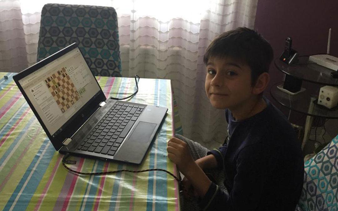 Uno de los niños que desde su casa ha participado en este I Torneo On Line 'Ajedrez en la escuela'