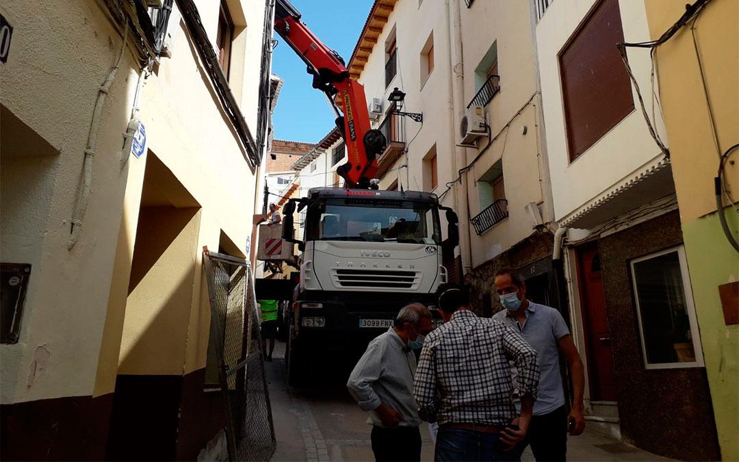 Maquinaria pesada en el lugar de demolición este lunes./ Ayuntamiento de Albalate