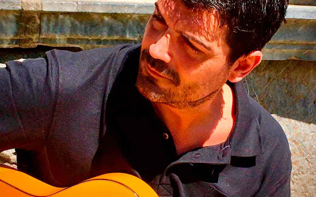 El guitarrista caspolino Alberto Martín.