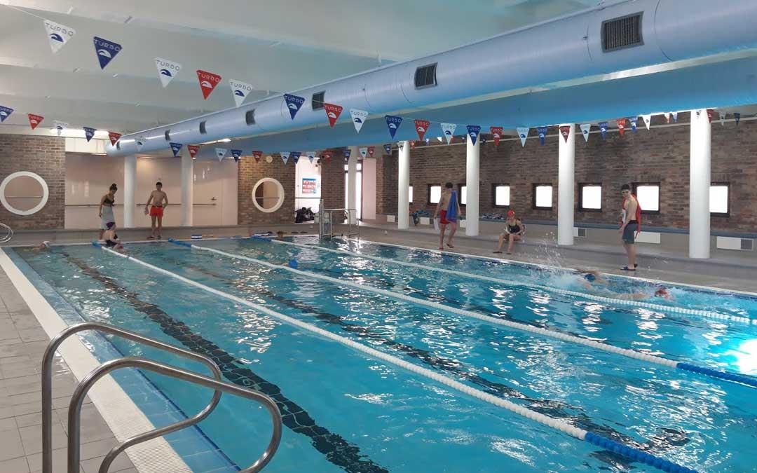 Interior de la piscina climatizada de Alcañiz