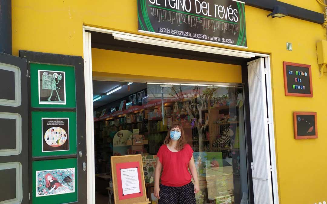En Andorra, la librería especializada El reino del revés, regresó a la actividad.
