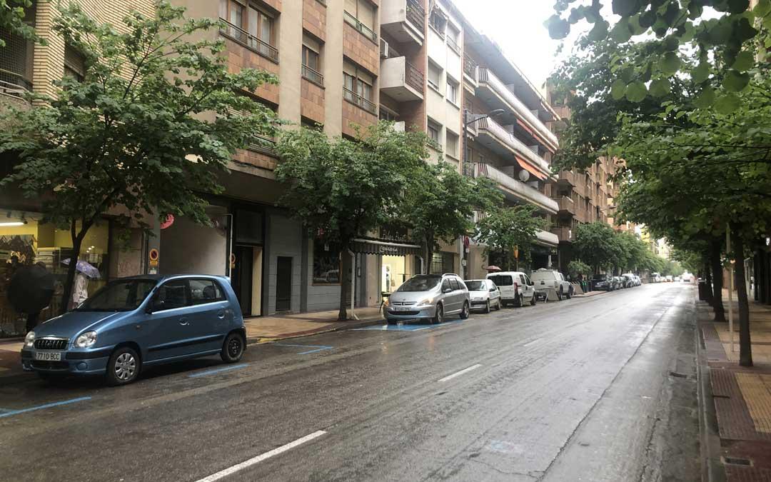 La avenida Aragón, este jueves. Se prevé un solo carril de tráfico hasta septiembre. l.c.