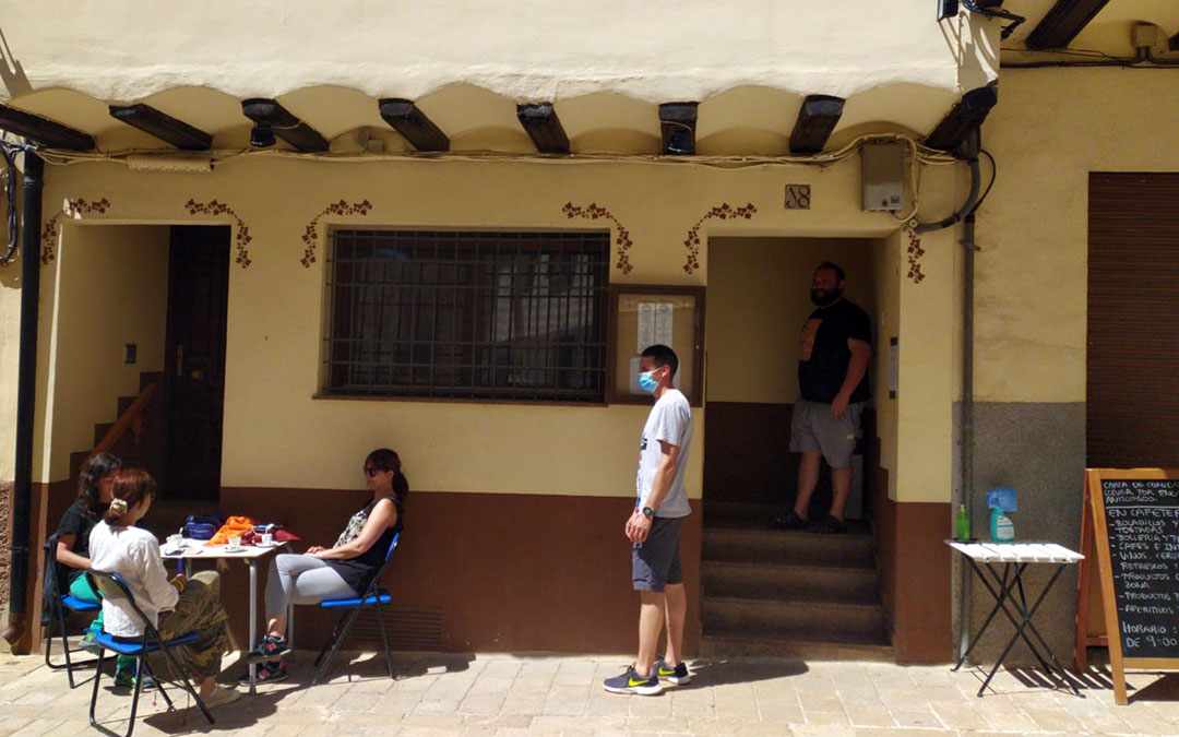 La terraza de un bar en Cantavieja tras las medidas aprobadas por el Consistorio./ Ayto. Cantavieja