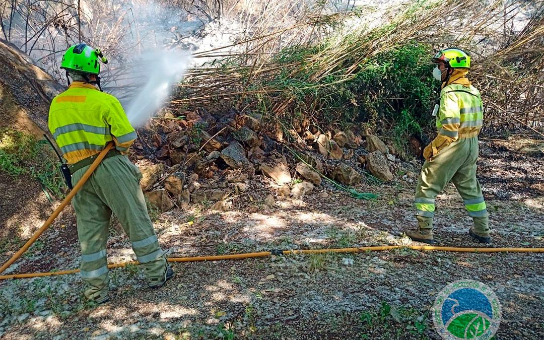 Dos APN se han desplazado hasta el lugar del incendio para participar en las labores de extinción./ AAPNA