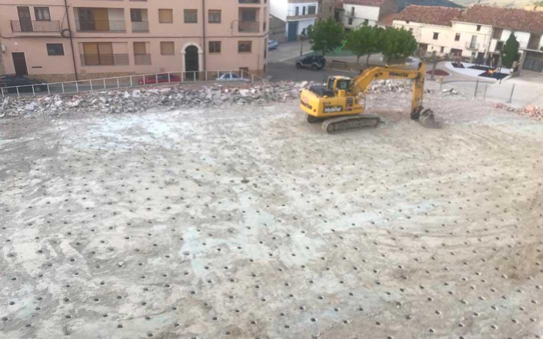 El Ayuntamiento de Cantavieja finalizará en los próximos días las labores de demolición del pabellón municipal.