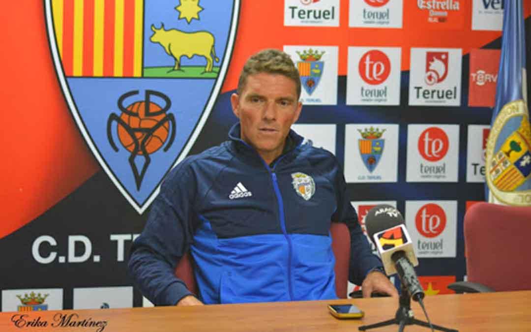 El entrenador del Club Deportivo Caspe, Carlos Burillo. Imagen: Erika Martínez.