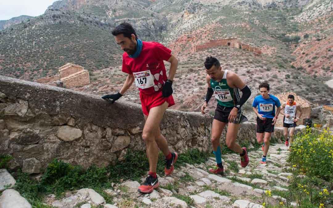 La carrera de montaña del Río Martín se convierte en esta ocasión en una cita lúdica y solidaria