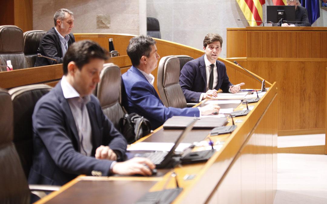 Comisión de Agricultura, Ganadería y Medio Ambiente. Hablando, Ramón Celma (PP); detrás, Ramiro Domínguez (Cs). / Cortes de Aragón