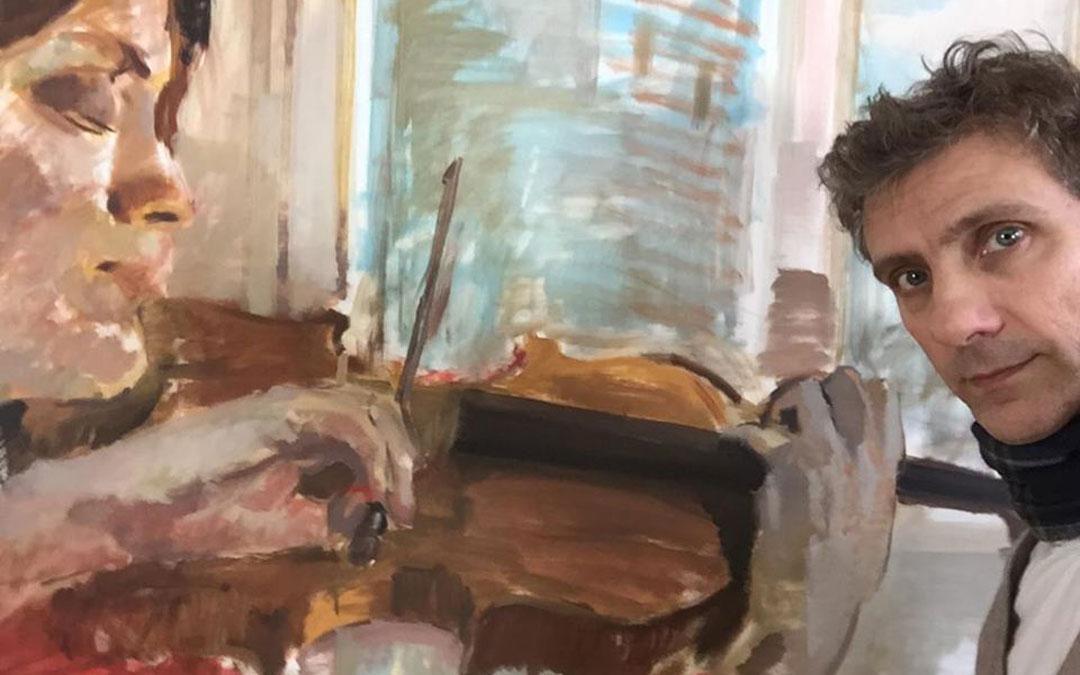 Con el cuadro para el que posó Rahel Rilling en su estudio y espera a ser expuesto. / Archivo personal