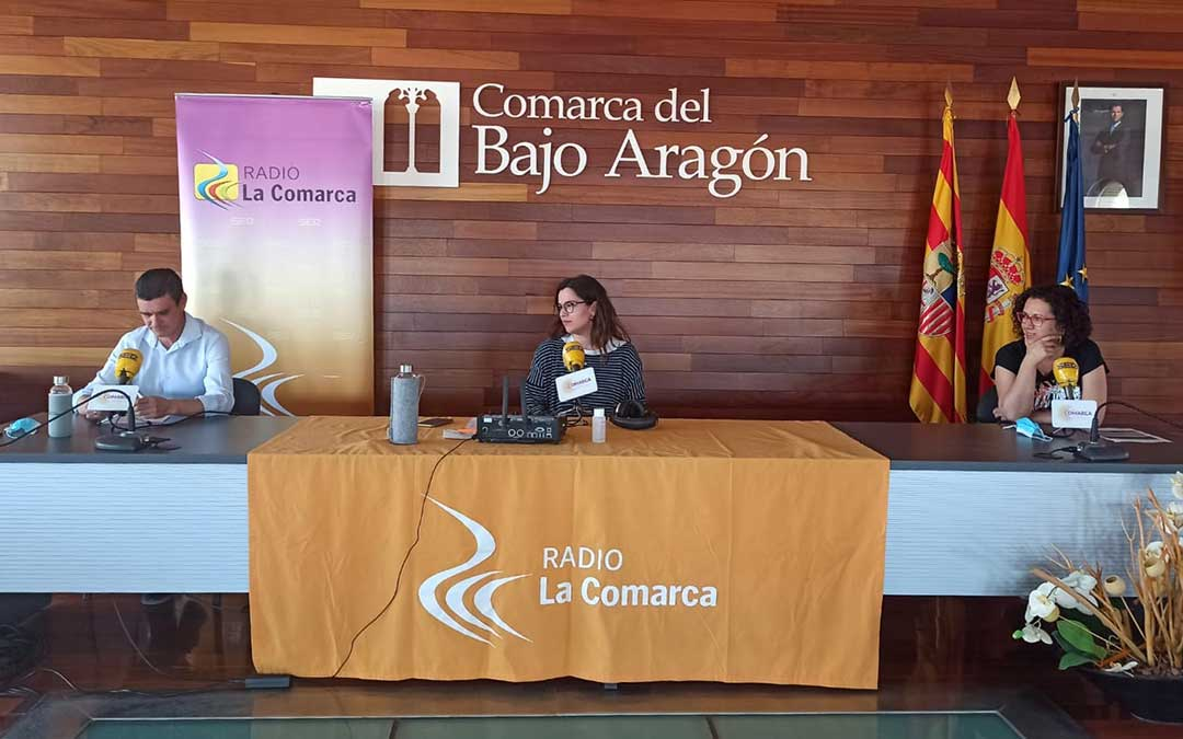 Imagen tomada durante el programa especial de Radio La Comarca emitido desde la sede de la Comarca del Bajo Aragón./ L.C.