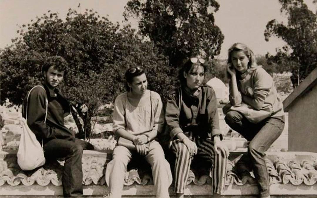 Fernando Simón, Teresa Marsal, Sira Repollés y Mamen Sáez de Santa María durante el viaje de Paso de Ecuador en Túnez en 1984./ Enrique Lafuente