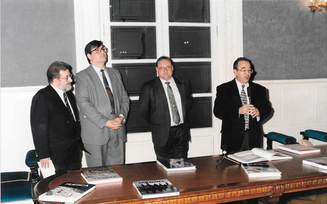 Presentación del libro ZARAGOZA, con TERUEL y HUESCA en el Palacio de Sástago con Domingo J. Buesa Conde y el Presidente de la Diputación Pascual Marco./M.C.