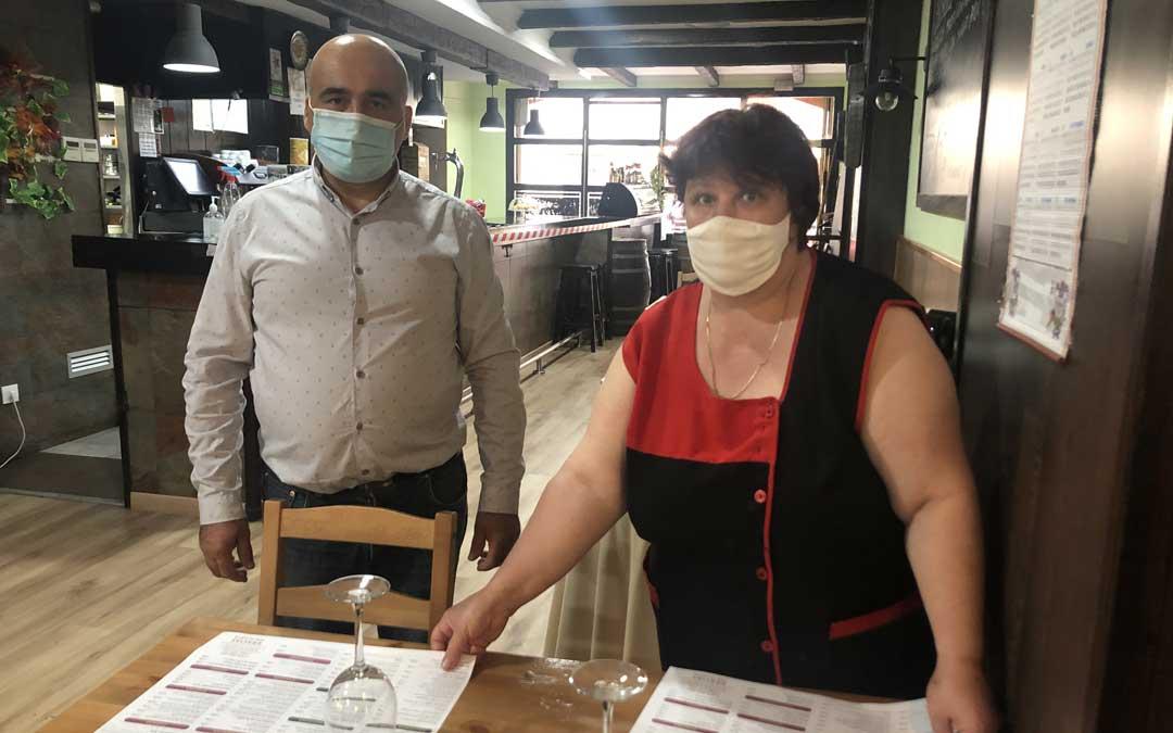 Petrica Tudor y su marido, del restaurante La Granja de Alcañiz