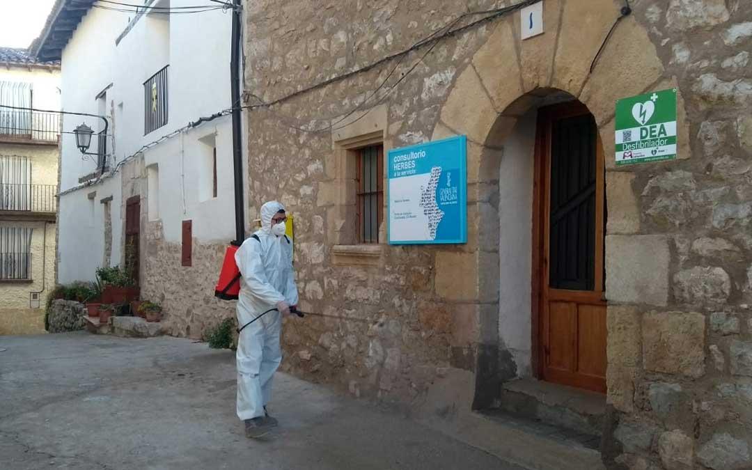La localidad está en la Comunidad Valenciana aunque está dentro del área sanitaria de Alcañiz.