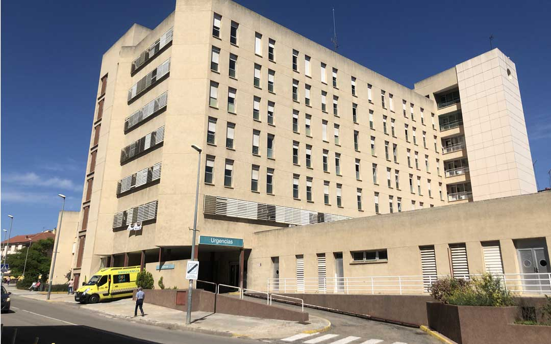 El Hospital de Alcañiz llega a los 40 pacientes covid y este lunes medicaliza la residencia