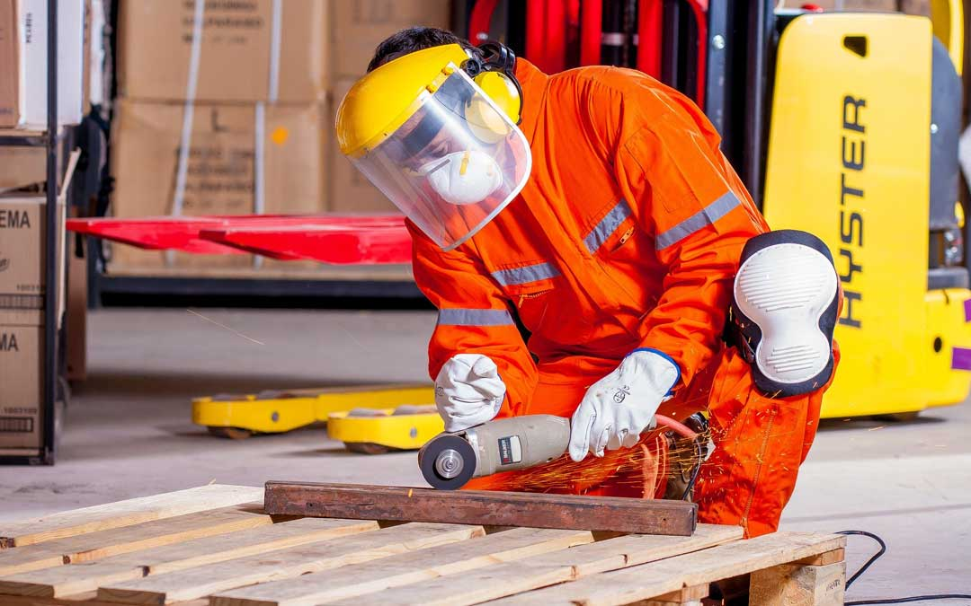 El Plan de Empleo se pone a disposición de los ayuntamientos para la contratación de personas desempleadas en obras y servicios de titularidad municipal. / Banco imágenes
