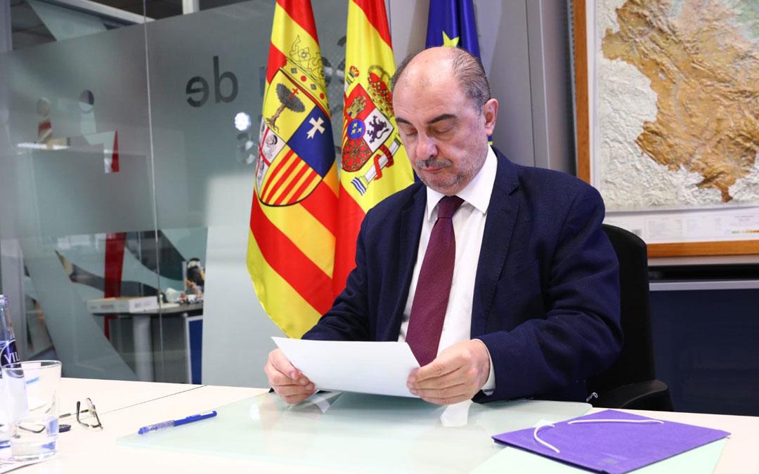 El presidente de Aragón, Javier Lambán, en la videoconferencia con el resto de representantes autonómicos y el Gobierno central. / DGA
