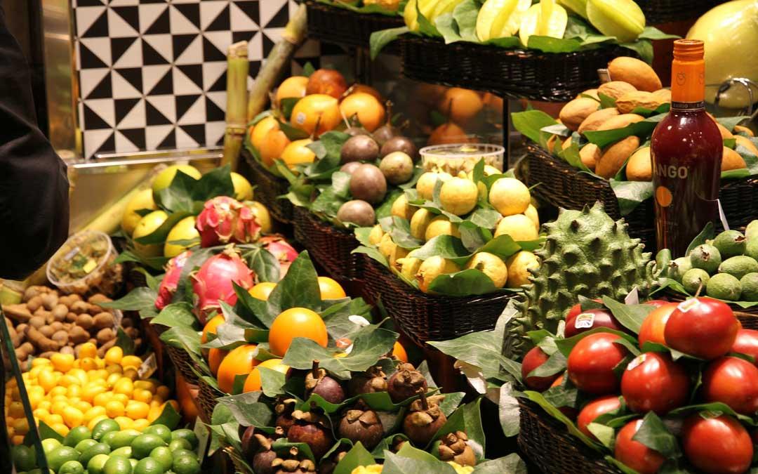 Imagen de un mercado ambulante de alimentación.