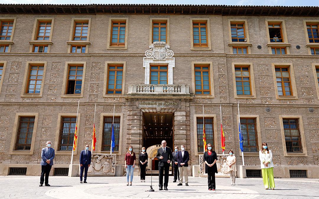 Minuto de silencio del Gobierno de Aragón por las víctimas de la pandemia./ DGA