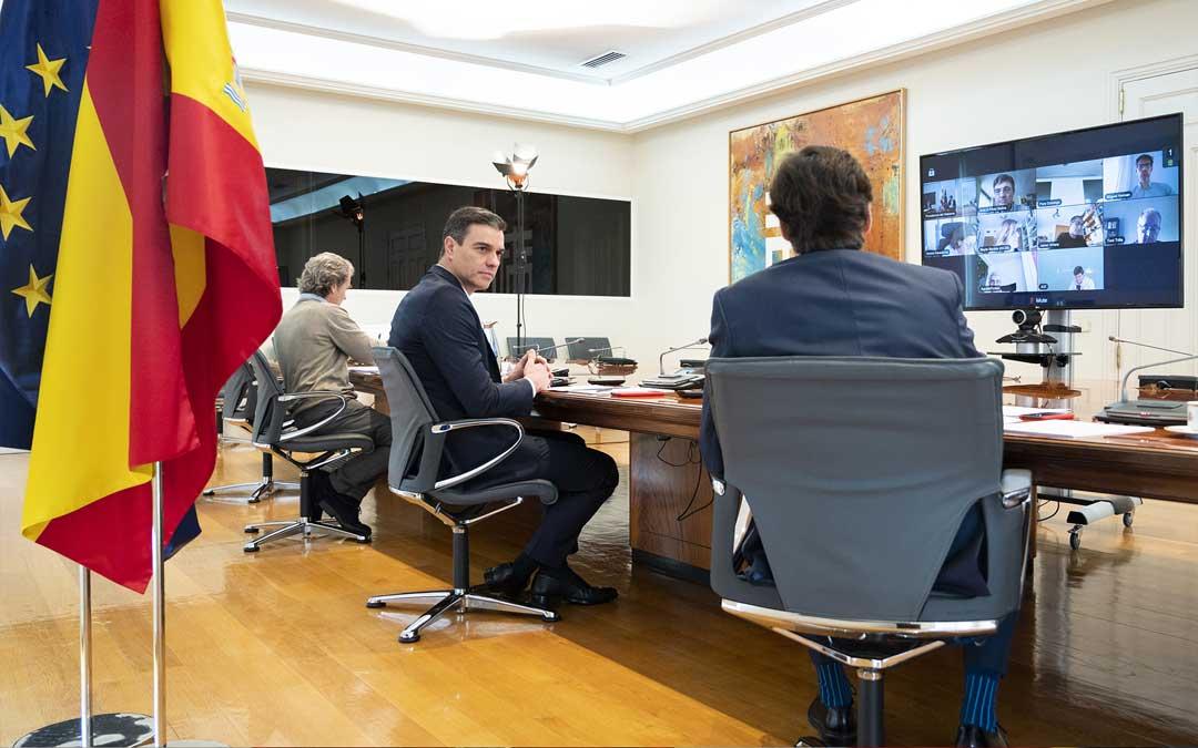 Reunión del Comité Científico con Pedro Sánchez, Salvador Illa y Fernando Simón el sábado 2 de mayo. / Pool Moncloa / Borja Puig de la Bellacasa