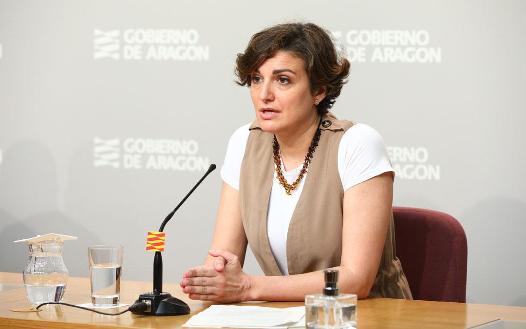 La directora general de Planificación, Ana Montagud, en rueda de prensa de Educación. / DGA