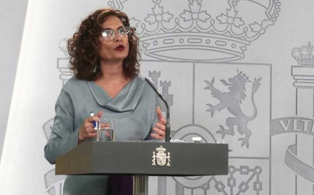 Montero reconoce el problema del medio rural para costear servicios y atraer sanitarios