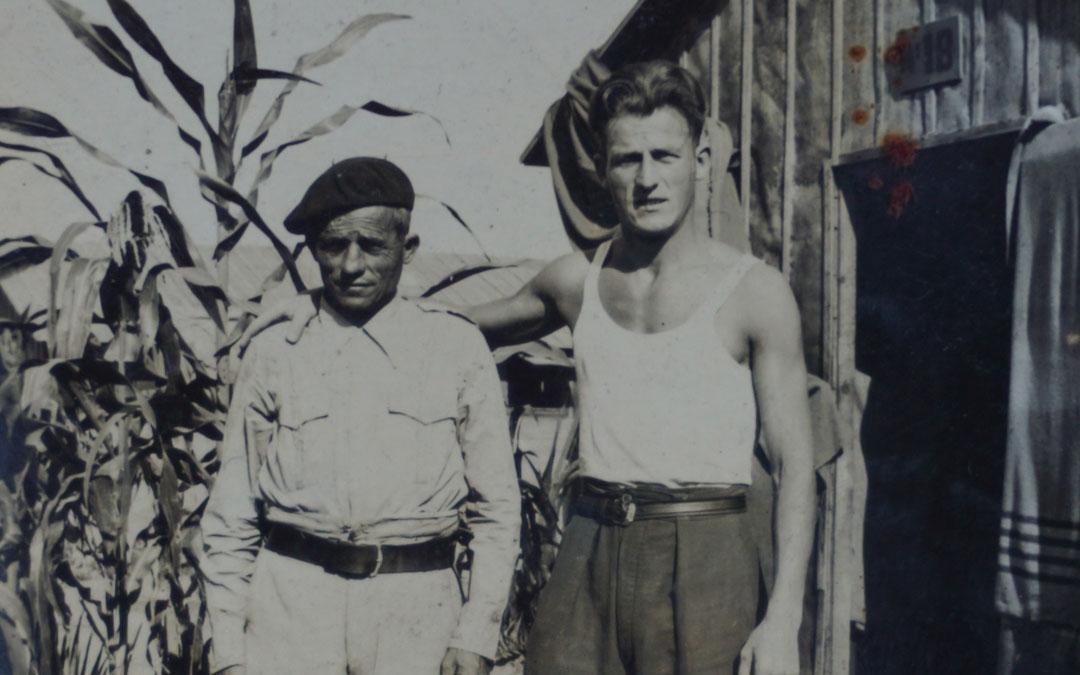 Joaquín Gil Egea y su hijo Rafael en un campo de concentración francés. / Familia Gil