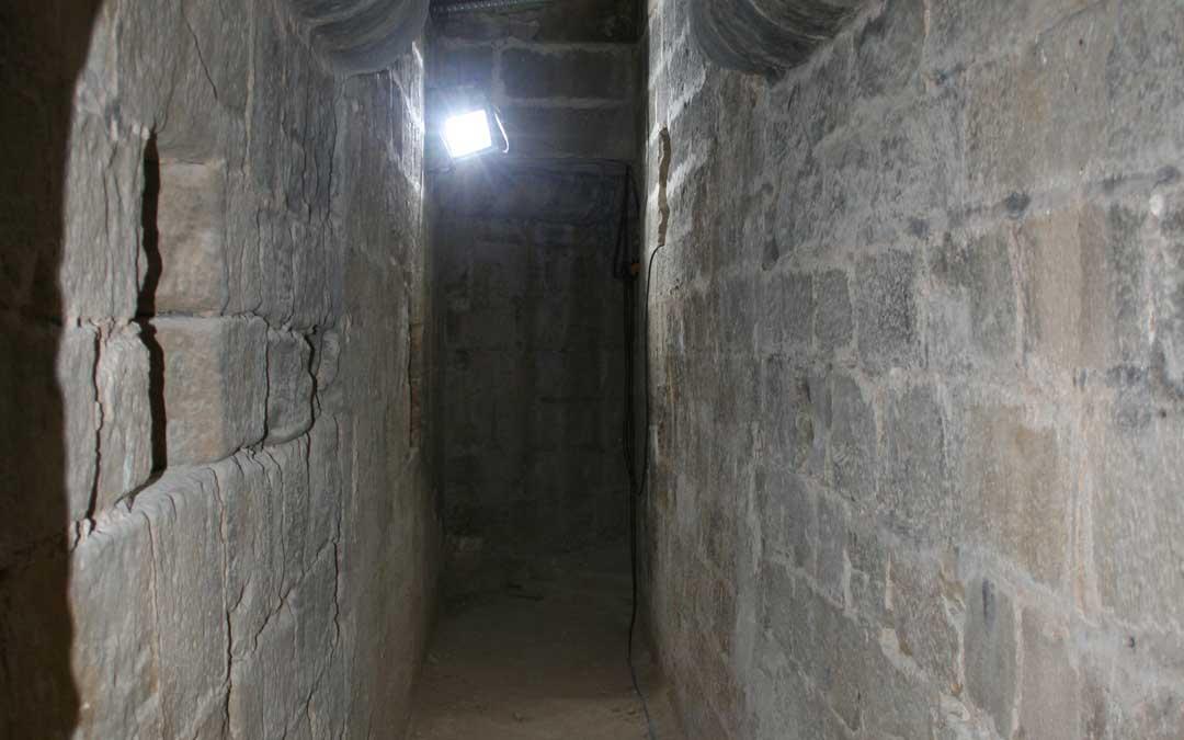 El pasadizo entre el Castillo y la Iglesia de Valderrobres fue construido en el siglo XIV y bloqueado, tras las desamortizaciones, en el año 1859