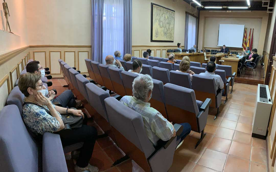 Reunión del Ayuntamiento con los vecinos de Pui Pinos / Ayto. Alcañiz