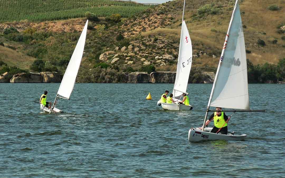 Este lunes salió a navegar un equipo de regatas por el Mar de Aragón.