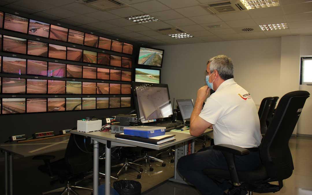 Es obligatorio el uso de la mascarilla en Motorland. En la imagen, la sala de control / L. Castel