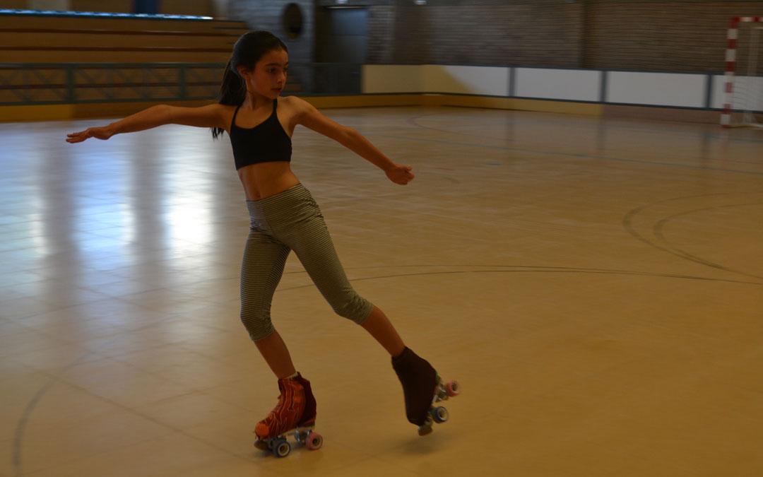 Una patinadora entrenando durante la tarde del martes
