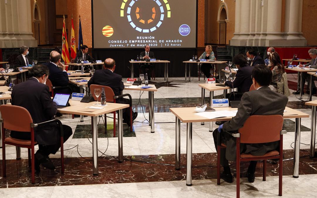 El Presidente, Javier Lambán, ayer en una reunión con varios representantes del tejido empresarial aragonés