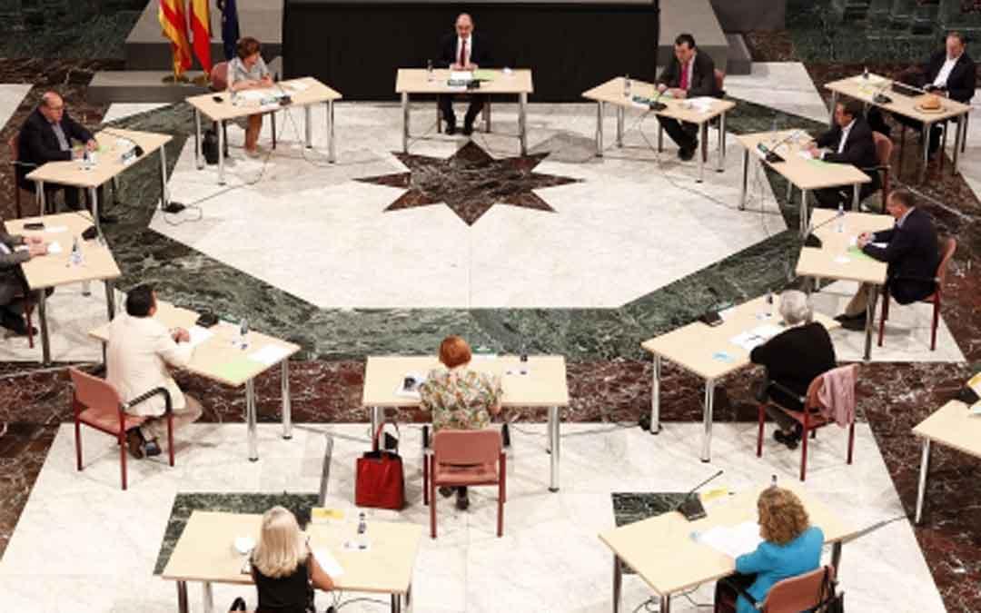Reunión entre Lambán y los representantes del sector de las residencias en Aragón