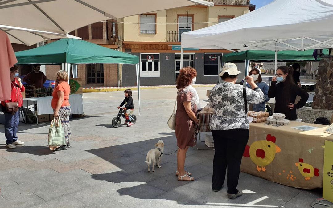 Varios clientes en la Plaza del Regallo este jueves./B. Soler