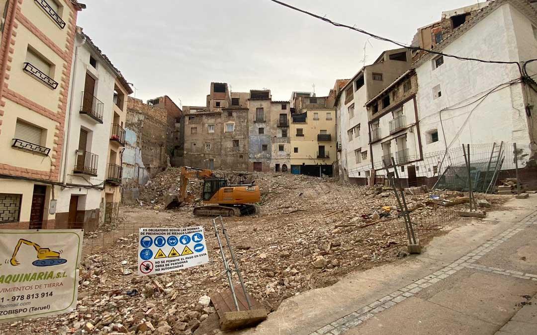 Los edificios ya derrumbados de forma controlada en el Cantón Curto. / Alicia Martín