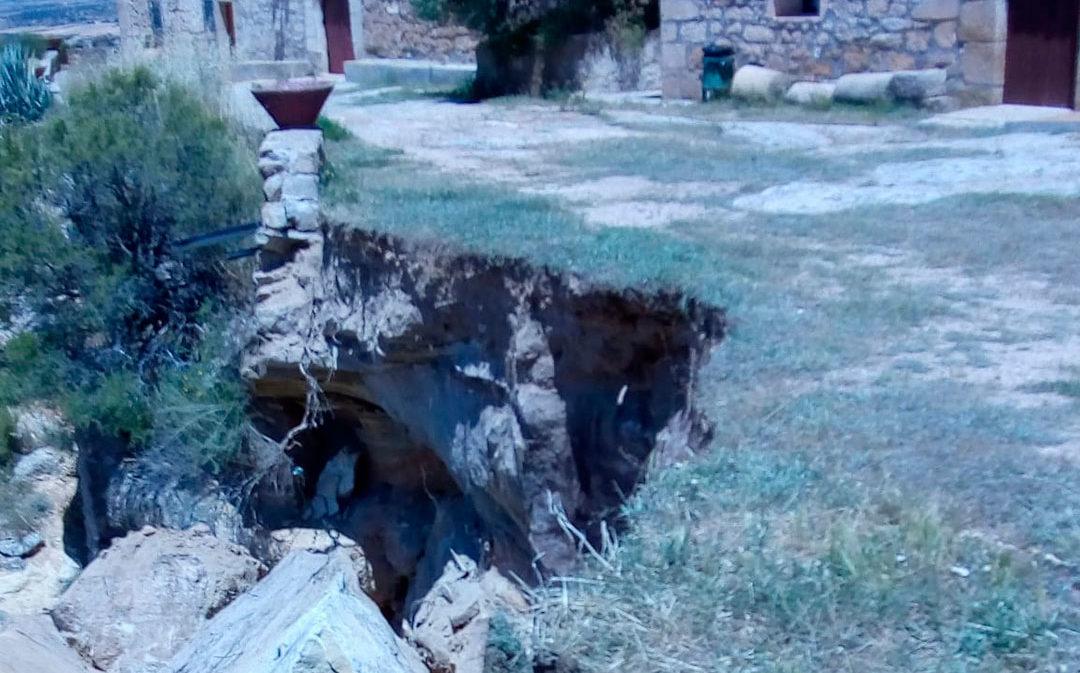 Desprendimiento de unos 20 metros de explanada en la ermita de Santa Bárbara de Alcañiz