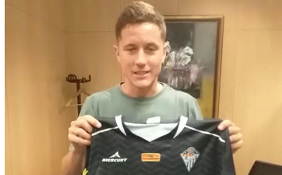Ander Herrera recibe una camiseta del juvenil B del Alcañiz C.F.