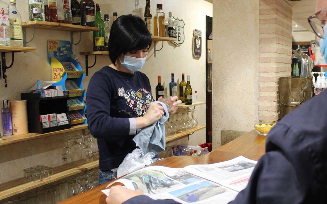 Normalidad tras el suceso en el bar Chaques donde también el suceso copó tema de conversación e información en la prensa. / B. Severino