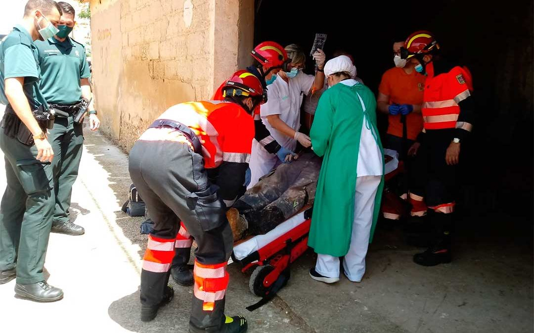 Rescatan a un operario municipal de Alloza tras caerse a un aljibe de agua