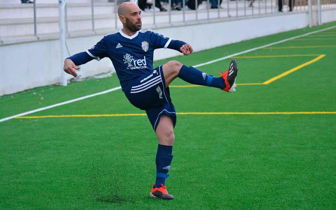 El nuevo entrenador del Caspe, Carlos Gil, ha sido jugador hasta la presente temporada. Imagen: Erika Martínez.