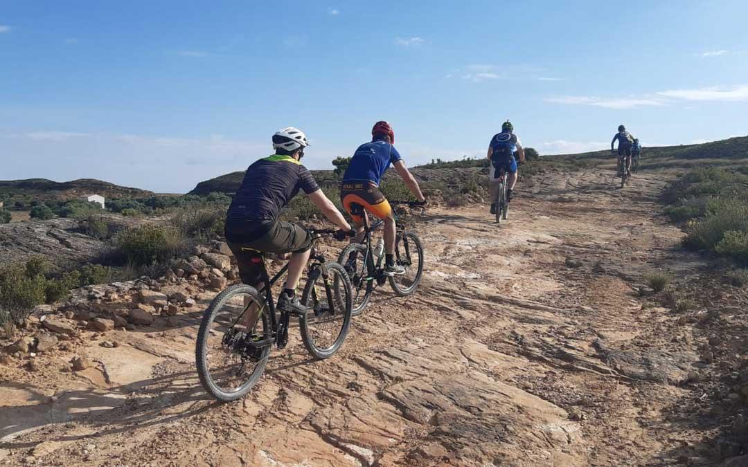 Amigos albalatinos separados por las restricciones de movilidad interprovincial, volvieron a las rutas NorteTeruel. / La Comarca