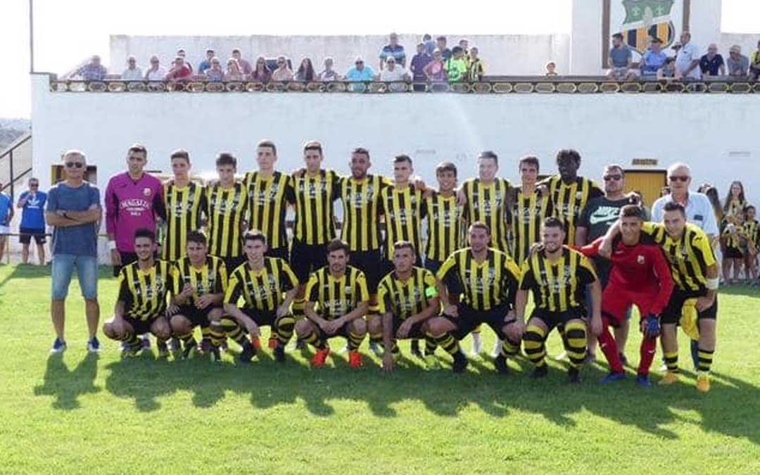 Una de las imágenes más actuales del primer equipo del Club Deportivo Maella.