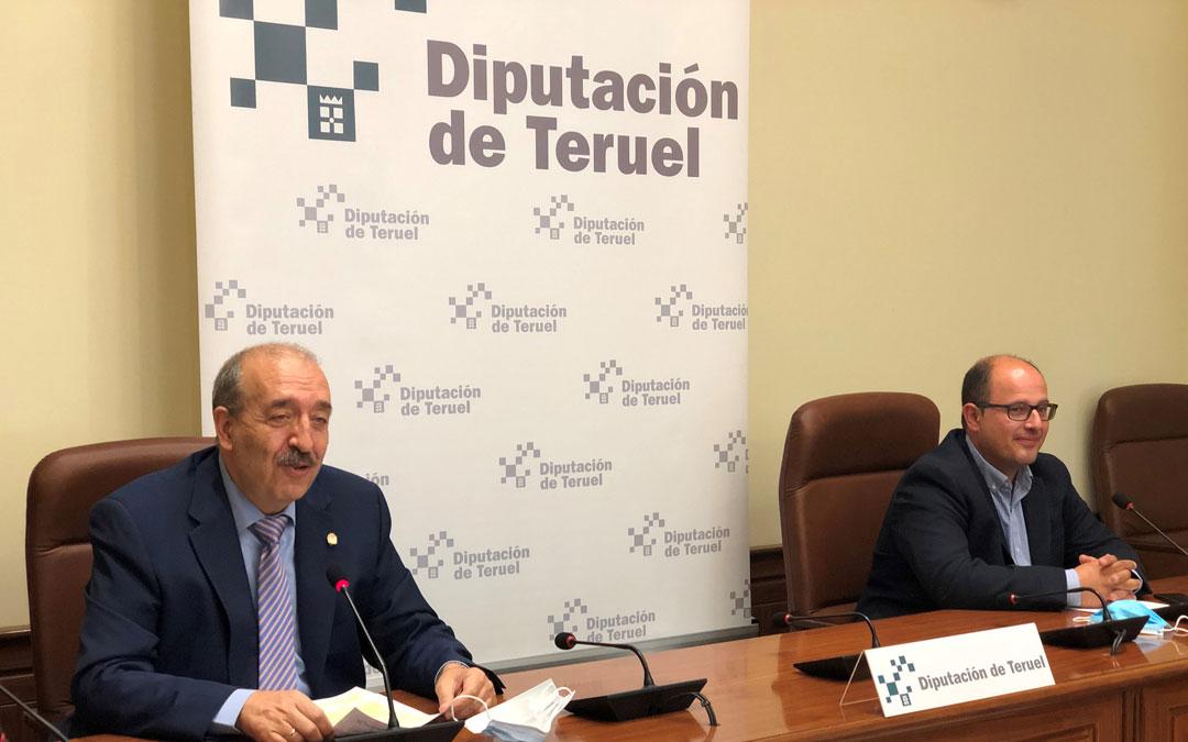 De izquierda a derecha, Manuel Rando y Alberto Izquierdo informando del balance del primer año de legislatura./LA COMARCA