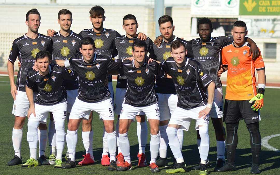 Varios de los jugadores de la imagen siguen defendiendo los colores alcañizanos la temporada que viene